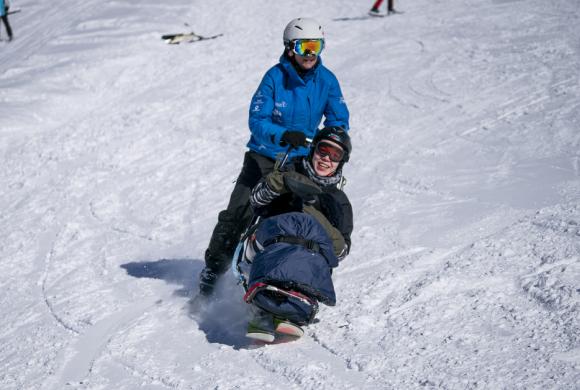 Abfahrt mit dem Bi-Ski